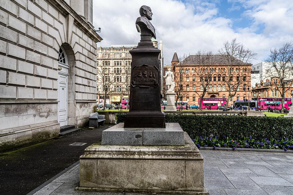 STATUE OF WILLIAM JAMES PIRRIE LORD MAYOR OF BELFAST 1896-1898  003