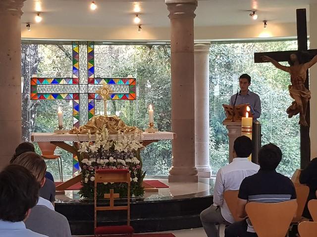 Gabriel Vieto, colaborador, predica en la Hora Eucarística