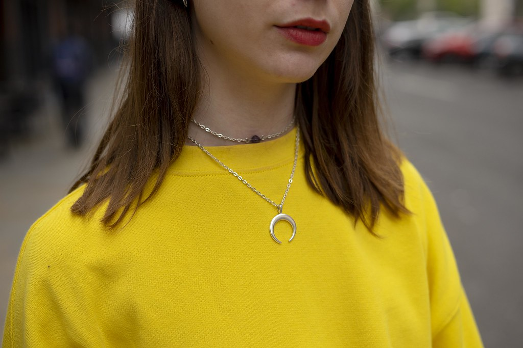 Yellow Sweater, Mom jeans and dainty necklaces