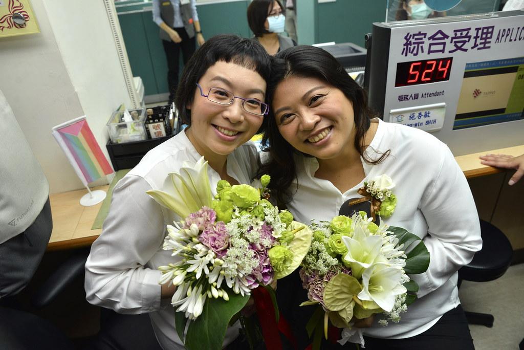 【圖6】7年前舉辦過首次佛化婚禮的雅婷(Ya-Ting)和美瑜(Mei-Yu)今終於順利結婚登記