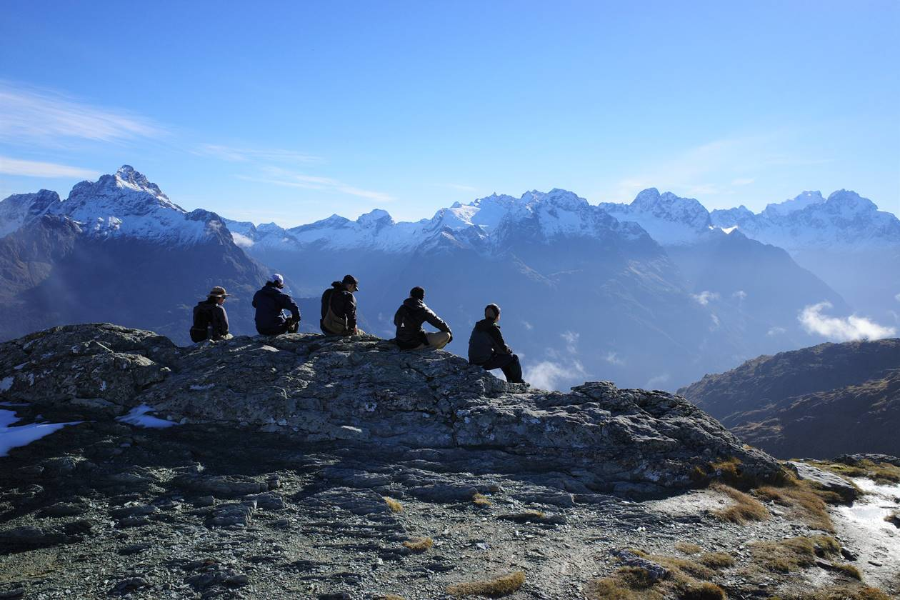 ルートバーントラック コニカルヒル山頂で休憩