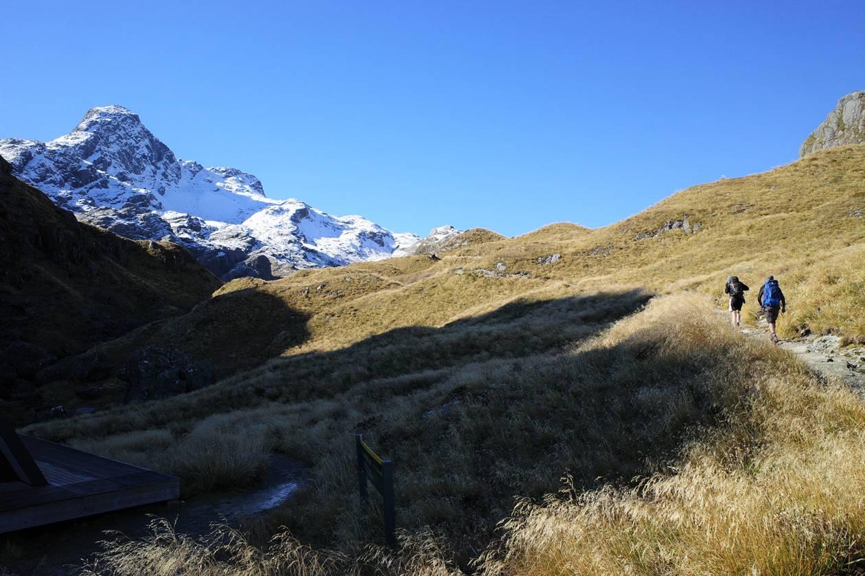 ルートバーントラック 草原と雪山