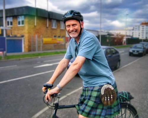 Kilted Cycling ♦️ Edinburgh Festival of Cycling 6-16 June @edfoc #edfocatstills #cycle #cycling #streetphotography #kiltup #kilt #sporran #bicycle #edinburgh