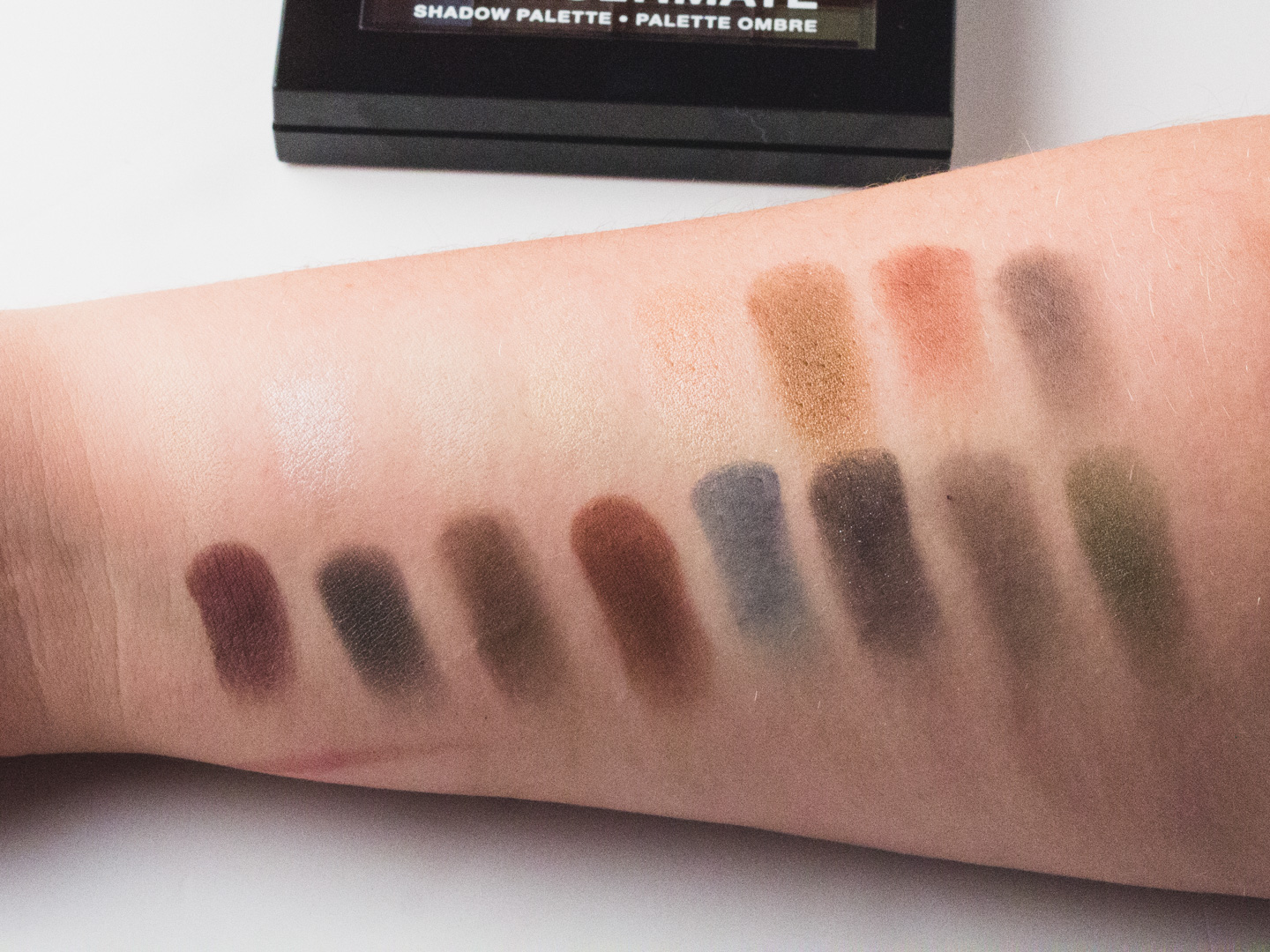 Swatches NYX Ultimate Shadow Palette in Smokey & Highlight