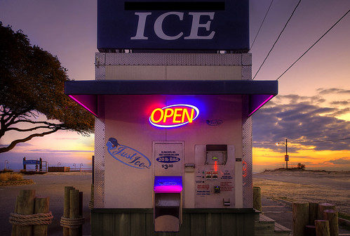 icemachine ice signs earlymorning open icevending brightlight sunrise dawn nikond810
