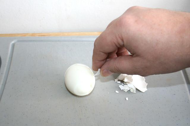 05 - Gekochtes Ei schälen / Peel boiled egg
