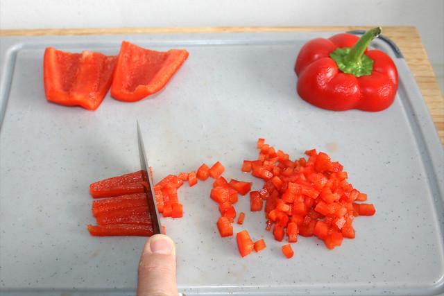 04 - Paprika fein würfeln / Dice bell pepper