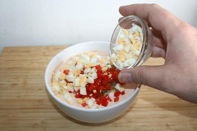 18 - Gewürfeltes Ei addieren / Add cubed egg