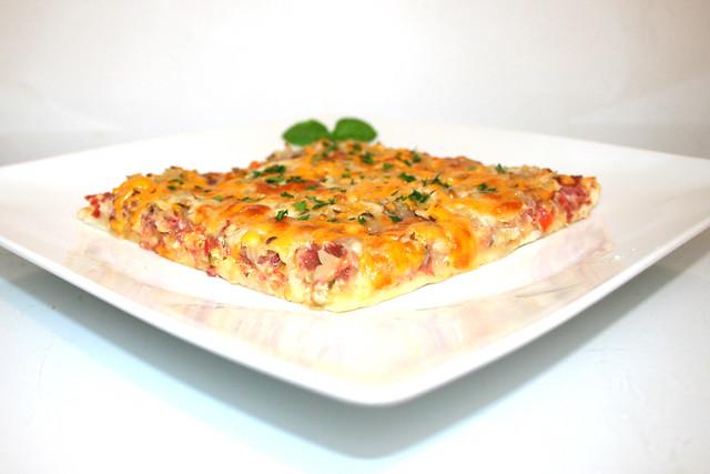 15 - Reuben Pizza - Side view / Seitenansicht