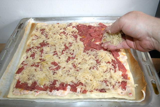09 - Ausgedrücktes Sauerkraut verteilen / Spread squeezed sauerkraut