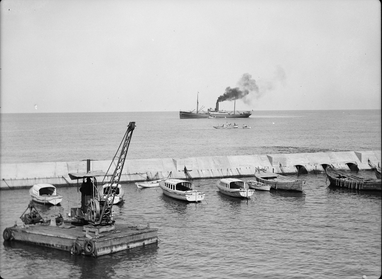 35. Прибытие первого судна для разгрузки в Яффскую гавань по окончании забастовки
