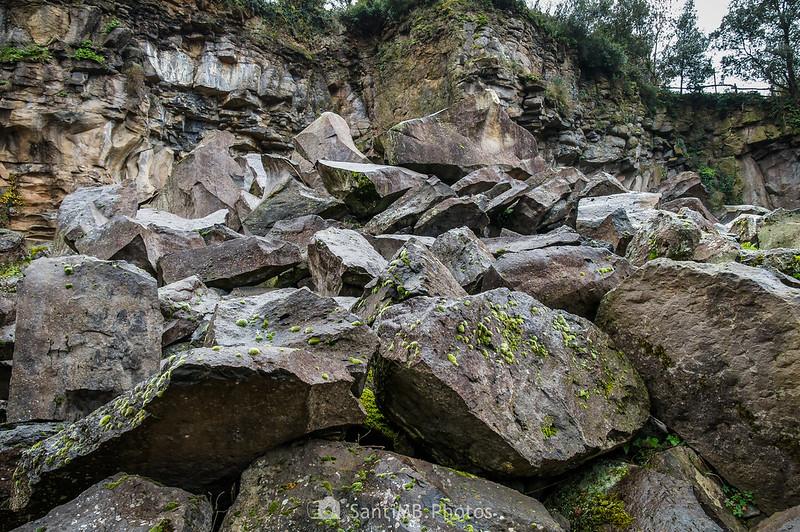 Bloques de basalto en la cantera del Boscarró
