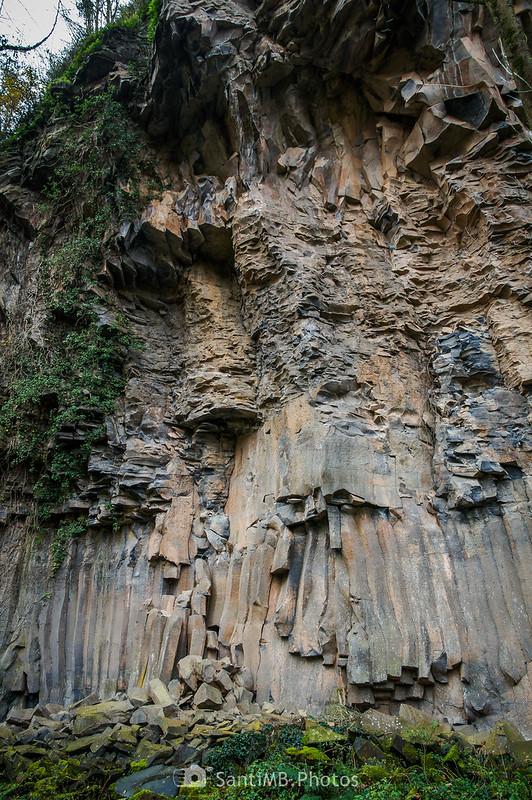 Pared de basalto de los riscos de Fontfreda