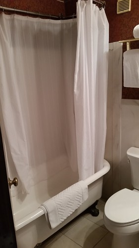 Mizpah Bathroom With Clawfoot Tub