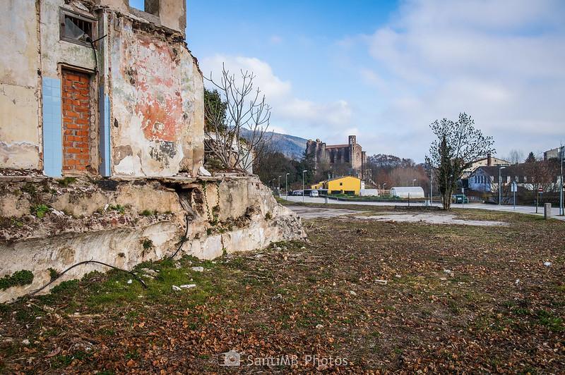 En firección al centro de Sant Joan les Fonts desde la Font de La Rompuda