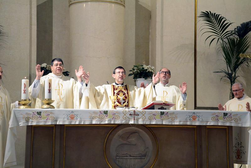 Eucaristía a cargo de Monseñor Cobo