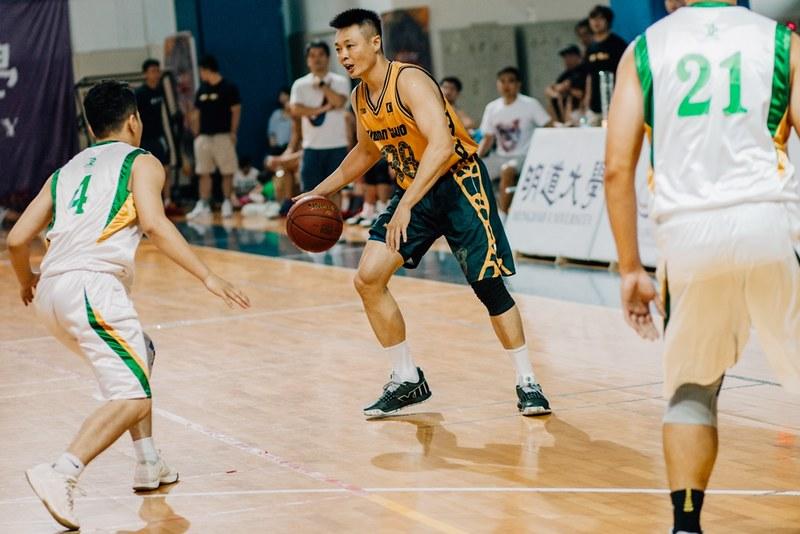 建國塑膠吳家驊(圖中)為前SBL台啤隊球員,舊名為吳佳龍。(主辦單位提供)