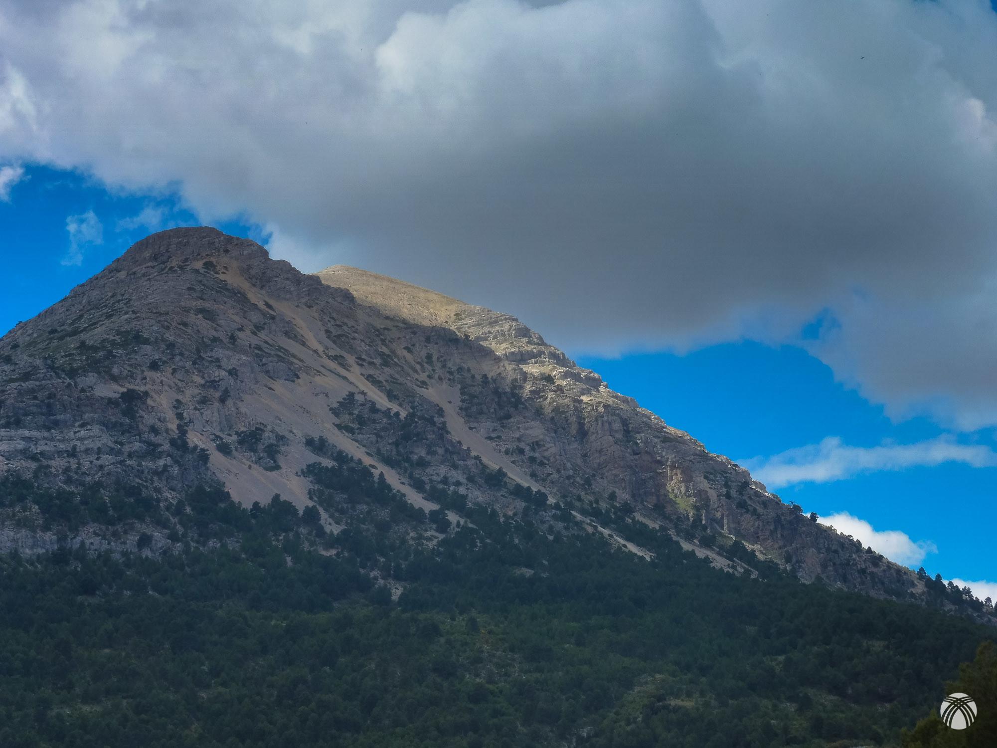 Detalle de la Sagra y la cima Este por donde baja la pedriza