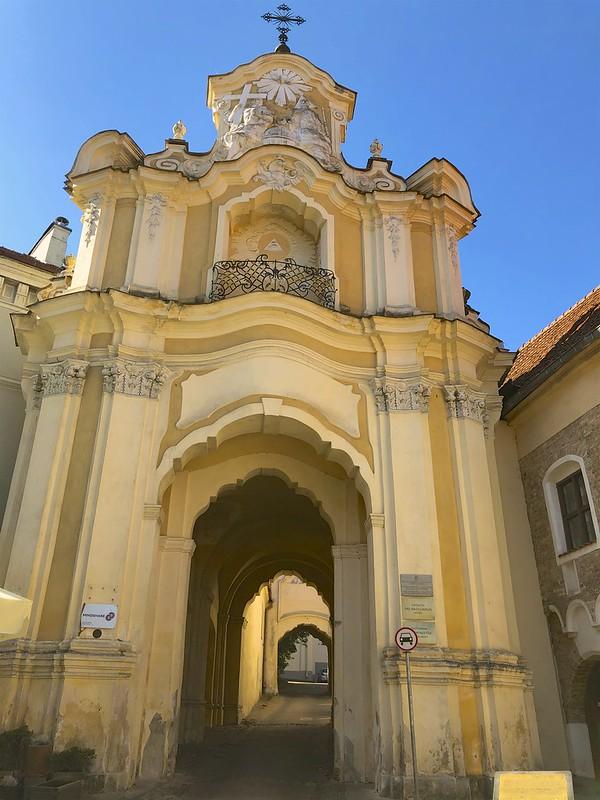 Pyhän kolminaisuuden kirkko ja luostari