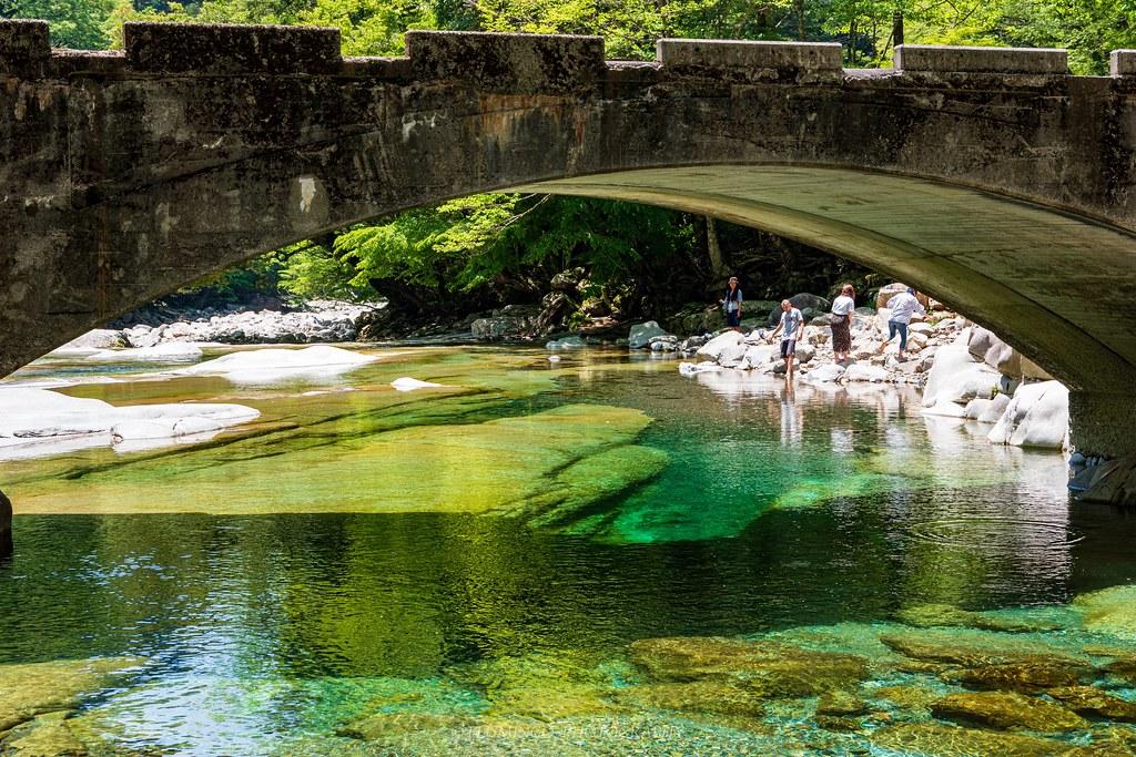 仁淀川ブルーにつながる面河渓の透明感