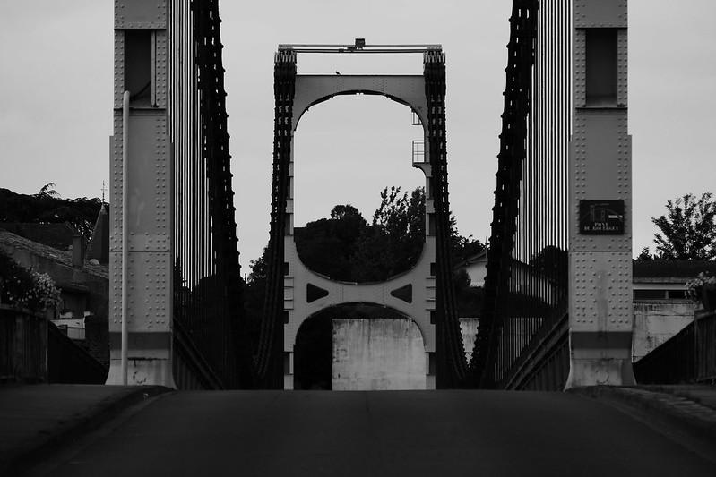 Un pont, La Réole, près de Bordeaux 47937322856_d4e8c67e21_c