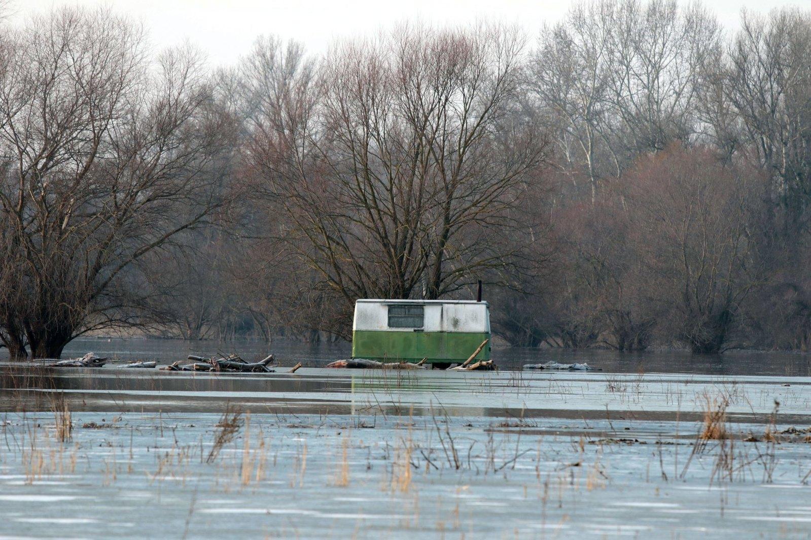 Egyre nagyobb az árvízvédelmi készültség a Tiszán