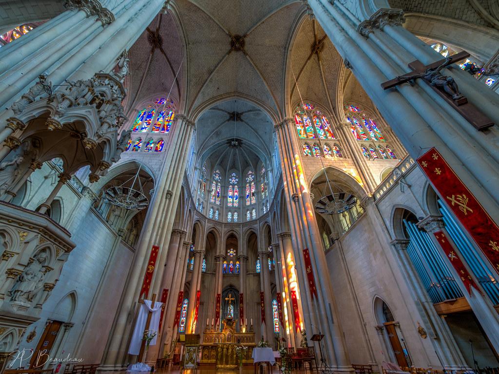 Notre Dame de Cholet 47938626946_ce3bea13e0_b