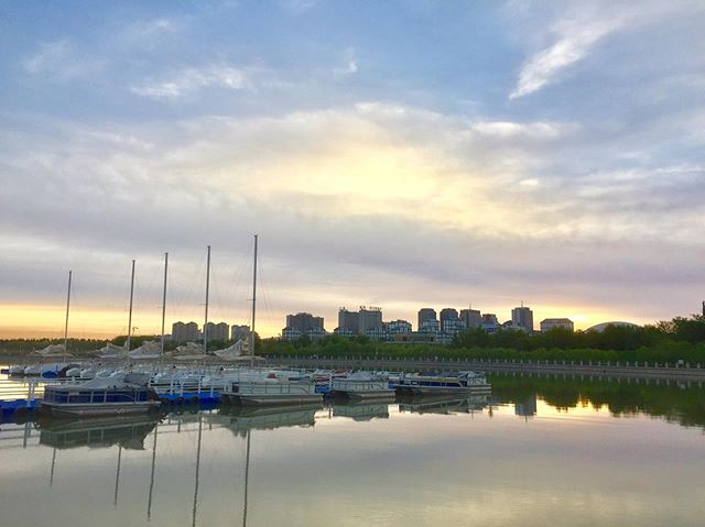Settled in #shirleyruns #harbor #skyline #wuhai #china #sunrise