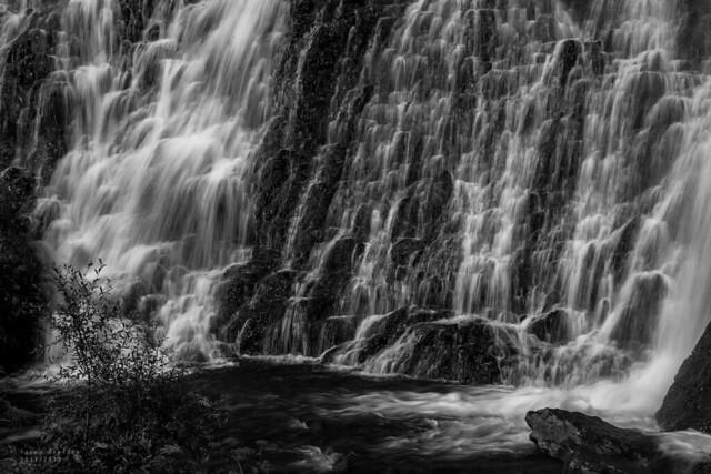 Shaki Waterfall 02
