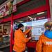 foodwatch-Protestaktion bei Kaufland gegen Mineralöl in Lebensmitteln (2015)