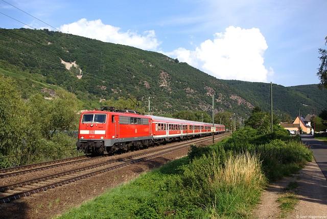 111 121 mit dem RE12090 von Frankfurt(Main) Hbf nach Koblenz bei Trechtingshausen am 23.07.14