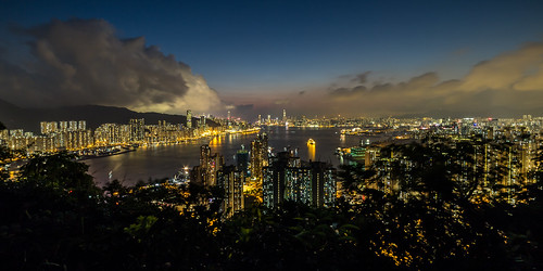 hongkong kowloon hongkongisland devilspeak blue bluehour evening sunset longexposure cityscape city reflection urban slowshutter night nightlights wideangle samyang 14mm cloud clouds storm