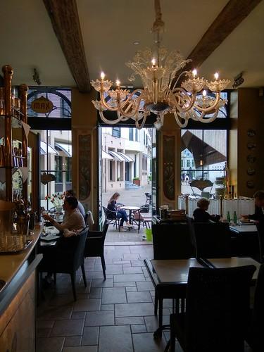 Interior de la cafetería Max