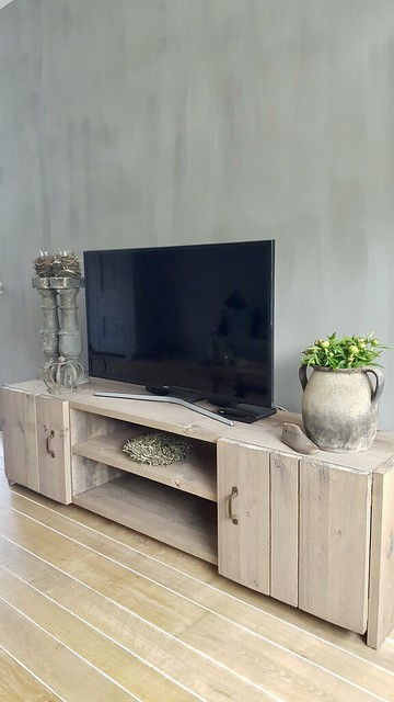 Balusters op tv meubel