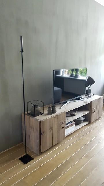 Zwarte vloerkandelaar tv meubel