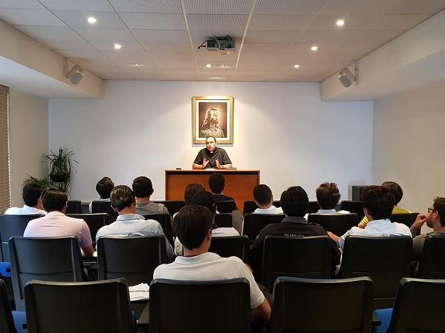 P. Francisco Aguilar comparte su testimonio y habla del sacerdocio
