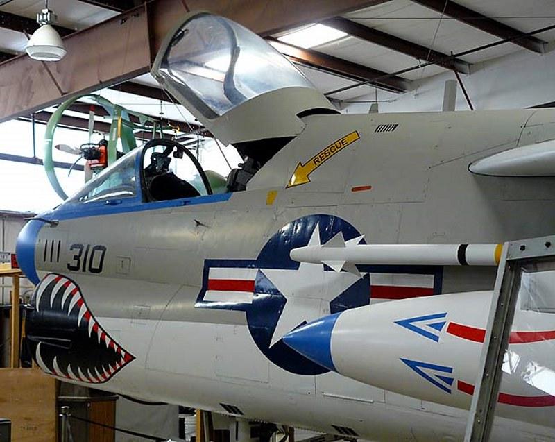 A-7B Corsair II 00002
