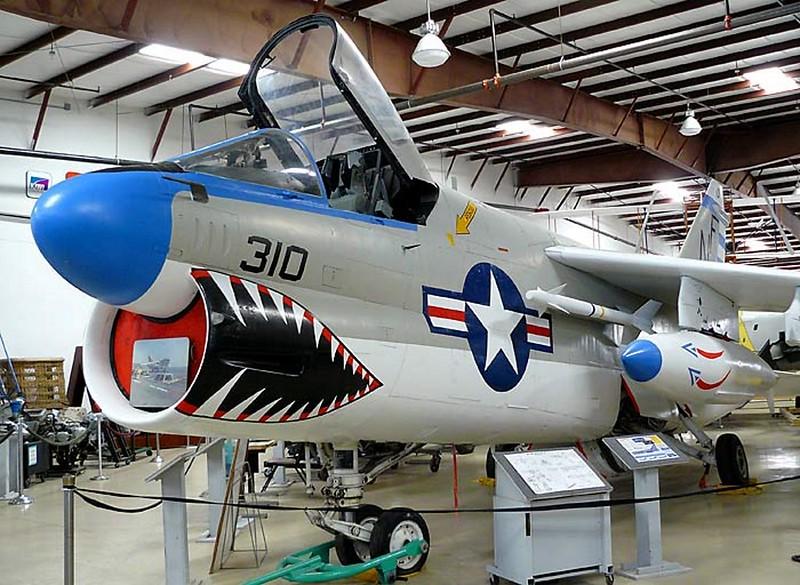 A-7B Corsair II 00001