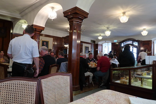 Café Tomaselli Gastraum