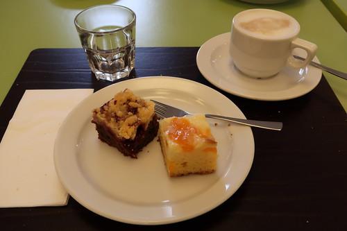 Schokokirsch- und Mandarinen-Käsekuchen zum Milchkaffee