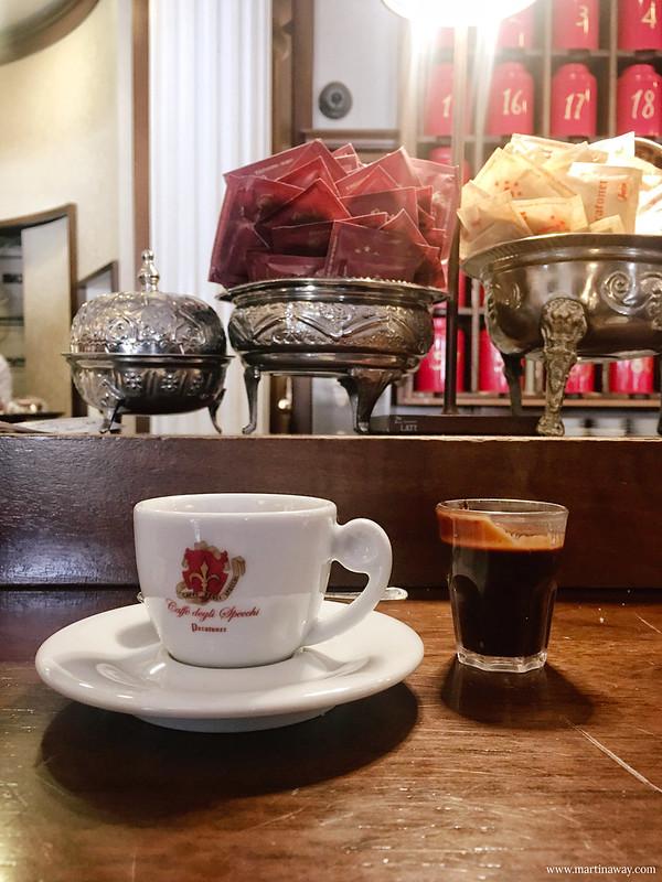 Caffè degli Specchi, curiosità su Trieste