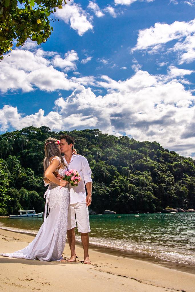Ensaio Trash the dress em Ilha Grande - Rj #adehoul #trashthedress #ilhagrande #casamento #vestidodenoiva