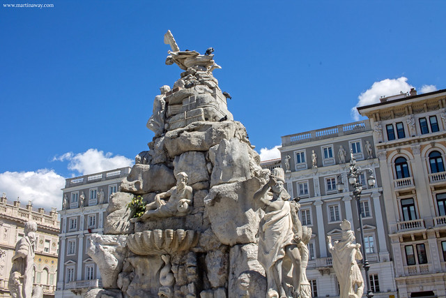 Fontana dei Continenti, curiosità su Trieste