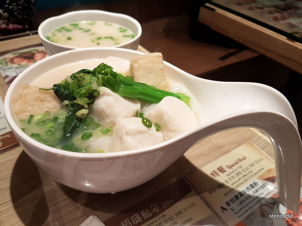 Fish Balls & Sliced Fish Cakes with Noodles in Soup