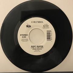 RICKY MARTIN:LIVIN' LA VIDA LOCA(RECORD SIDE-A)