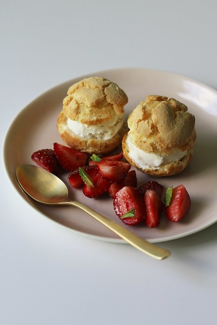 crackle-top cream puffs