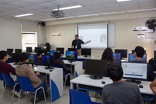 """La carrera de Gestión Ambiental Empresarial de la USIL, de la Facultad de Ciencias Empresariales, realizó el workshop """"Modela tu econegocio"""", dirigido a escolares de quinto de secundaria."""