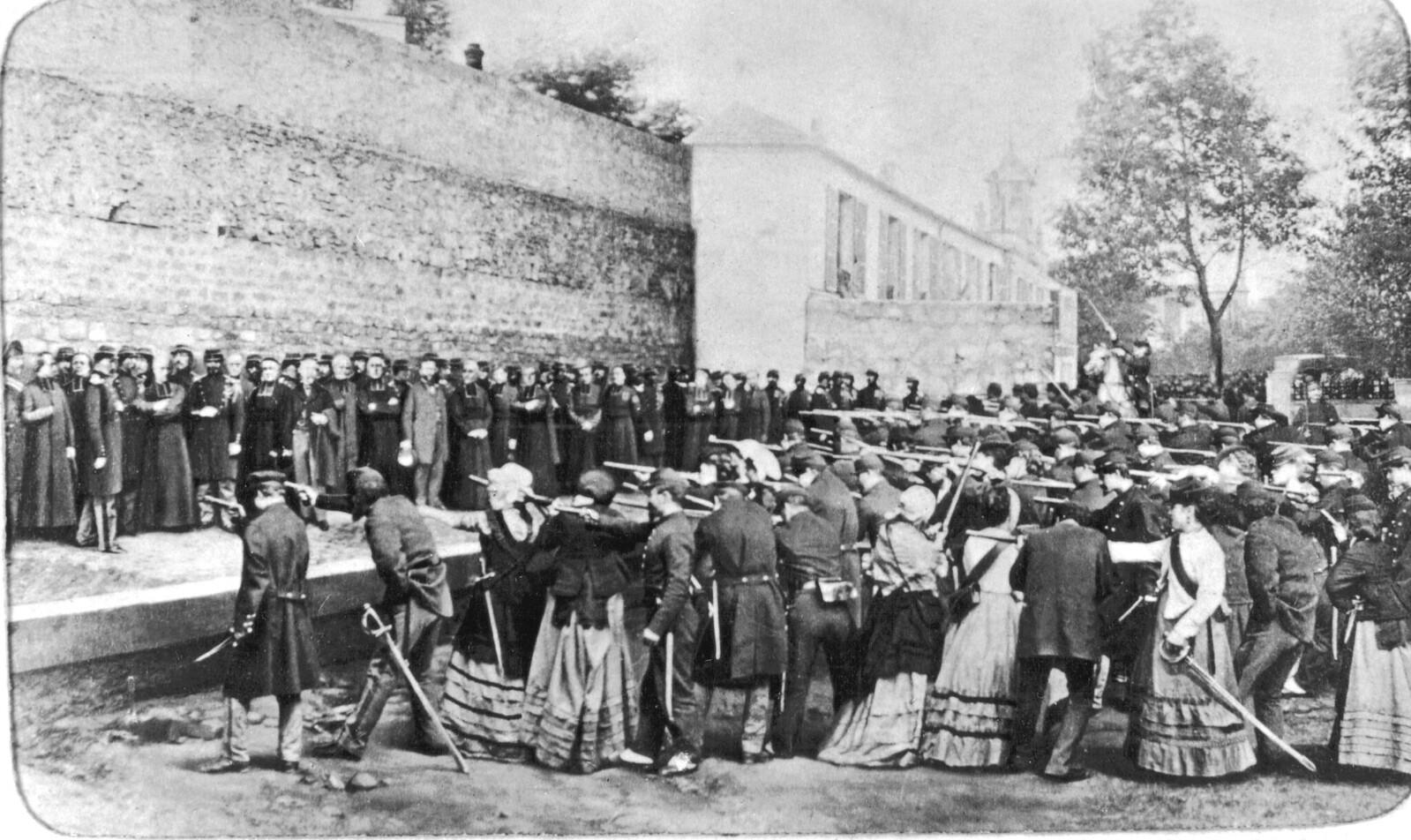 Убийство 62 заложников 26 мая 1871 в 5 часов утра на улице напротив виллы Хаксо Левека в Бельвилле (Фотомонтаж, сделанный после падения Коммуны)