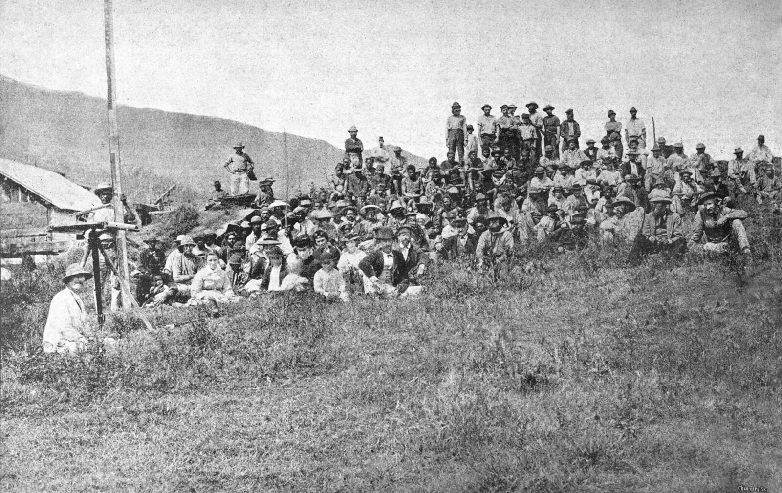 1872. Группа перемещенных осужденных участников событий Парижской Коммуны на полуострове Дукос, Новая Каледония