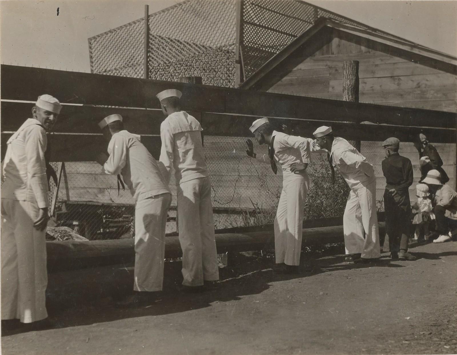 09. Американские моряки в увольнительной